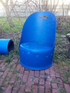 Fotel do ogrodu z plastikowej beczki